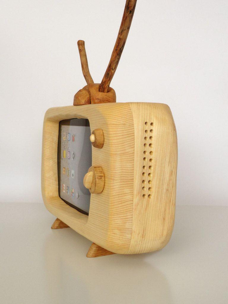 木の素材もいいなぁo(・・*) | device dock ideas | ipad stand