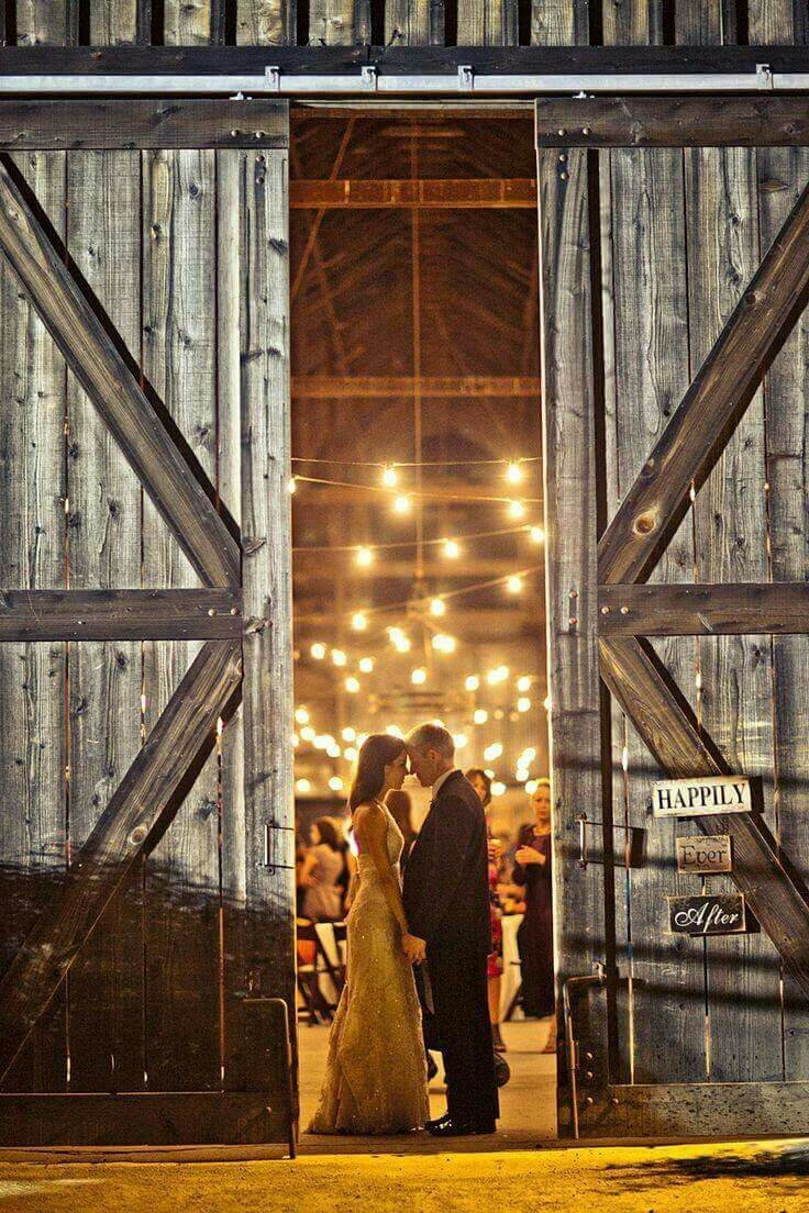 35 Cozy Barn Decor Ideas for Your Fall Wedding #barnweddings