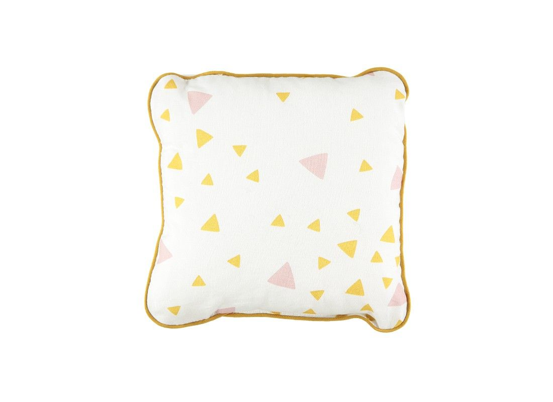 Little square cushion pink honey sparks.  Perfect to use it during your travels or to complete your house of design and color. It mixes the print in order to create a cozy environment.  Designed and made in Spain
