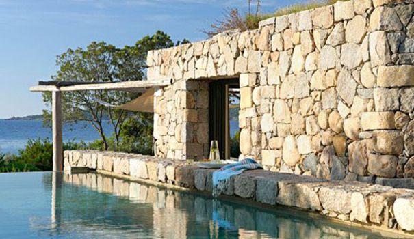 Une maison sacrément Corse Timber house, Stone walls and House