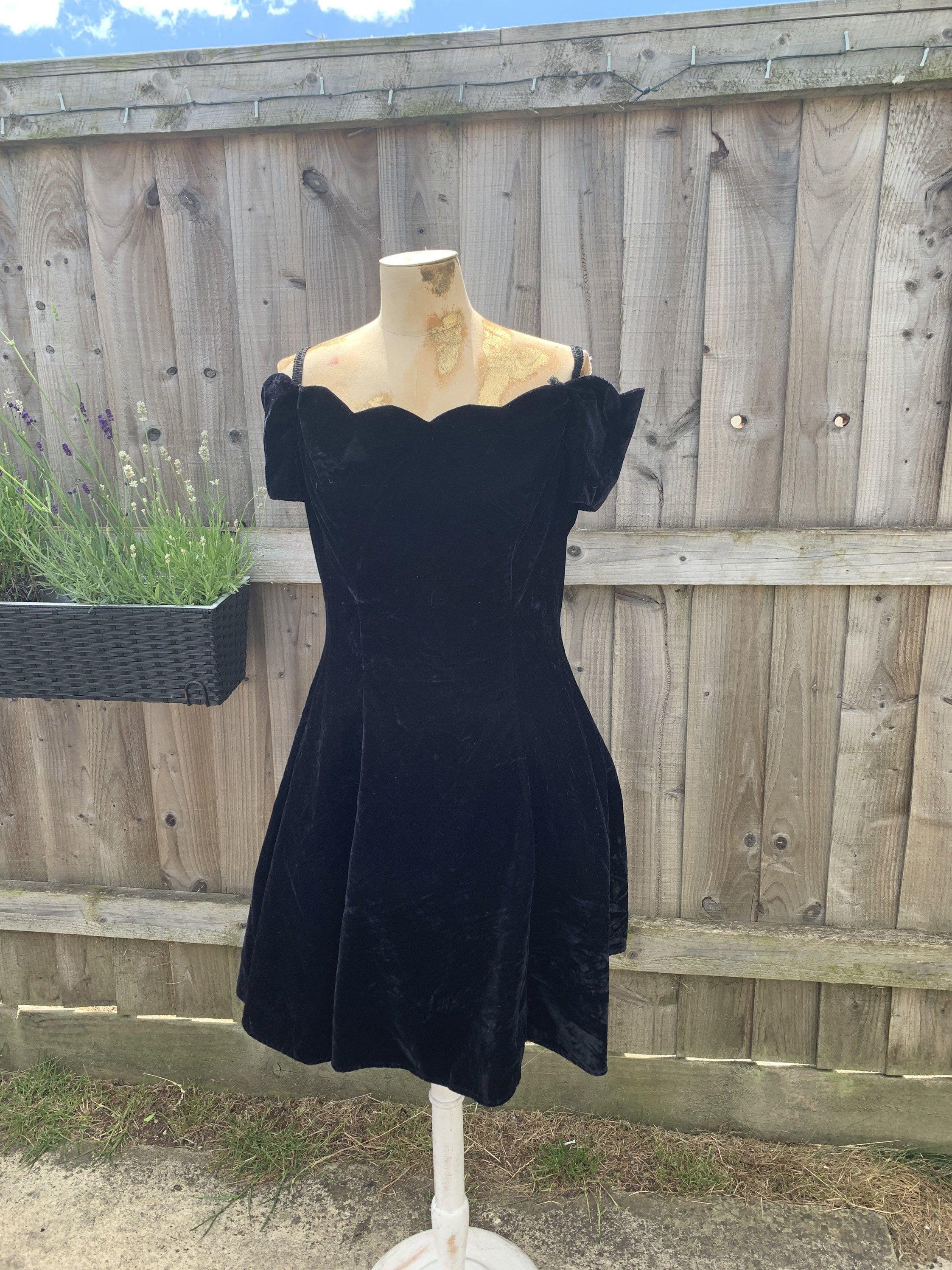 80s Roberta Black Crushed Velvet Mini Cocktail Dress Vintage Etsy Mini Cocktail Dress Cocktail Dress Vintage Vintage Dresses [ 2992 x 2244 Pixel ]