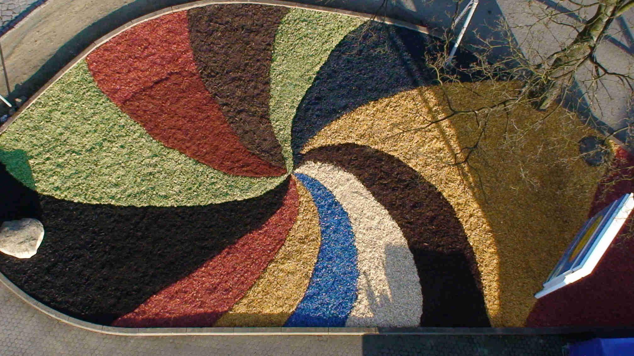 Farbige Dekorhackschnitzel Farbiger Dekormulch Hackschnitzel Alternative Rindenmulch Fallschutz Spielplatz Holzhackschni Holz Hacken Dekor Bodenabdeckung