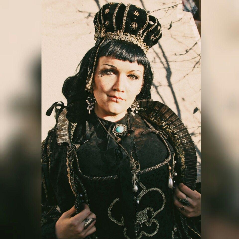 ##foto #fotografie #photography #shooting #modeling #lolita #lolitafashion #lolitastyle #lolitadress #gothiclolita #selfmade #handmade #nähen #handgenäht #handgemacht #diy #doityourself #design #kostüme #petticoat #crown #selfmadecrown #krone #prinzessin #märchen #königin #queen
