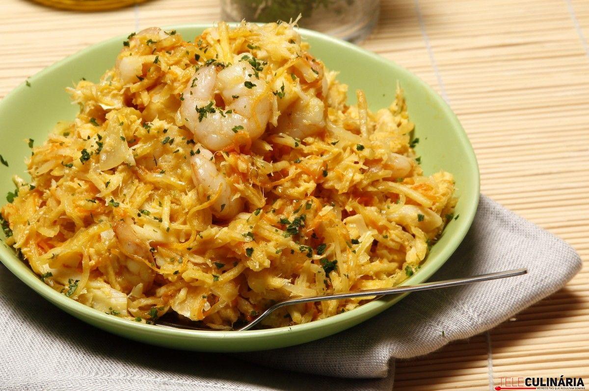 Receita de Bacalhau com cenoura e camarão. Descubra como cozinhar Bacalhau com cenoura e camarão de maneira prática e deliciosa com a Teleculinária!