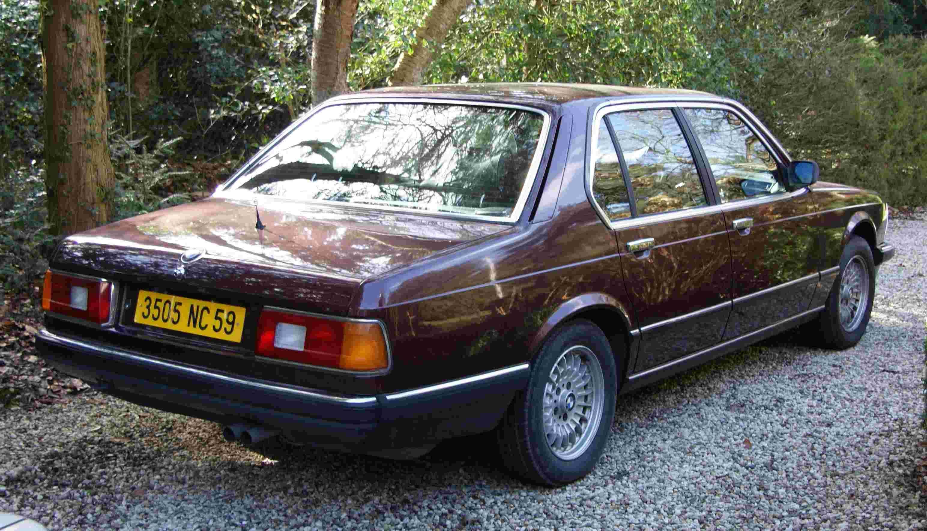 E23 BMW 745i in Burgundy Red II Burgundrot II and TRX Type I