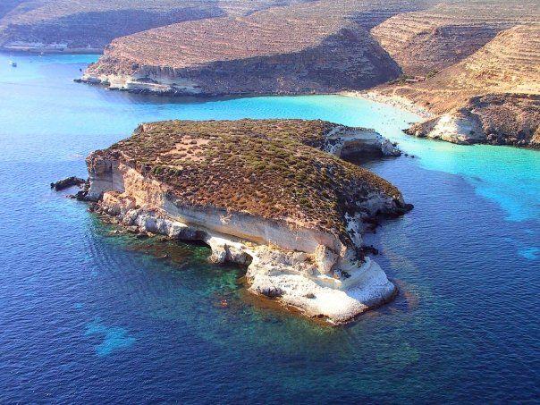 Lampedusa Is The Largest Island Of The Italian Pelagie Islands Which Also Includes The Smaller Islands Of Linosa An Sicilia Sicilia Italia Viaggiare In Italia