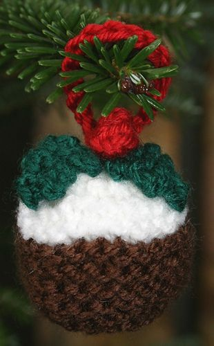 Knitting Holidays Blackpool : Christmas pudding ferrero rocher cosies pattern by tess