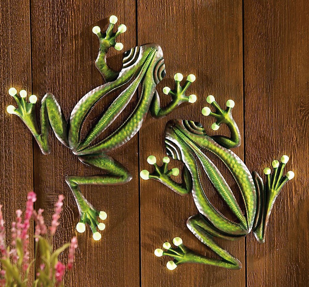 Set of glow in the dark frog home yard fence garden wall hanging