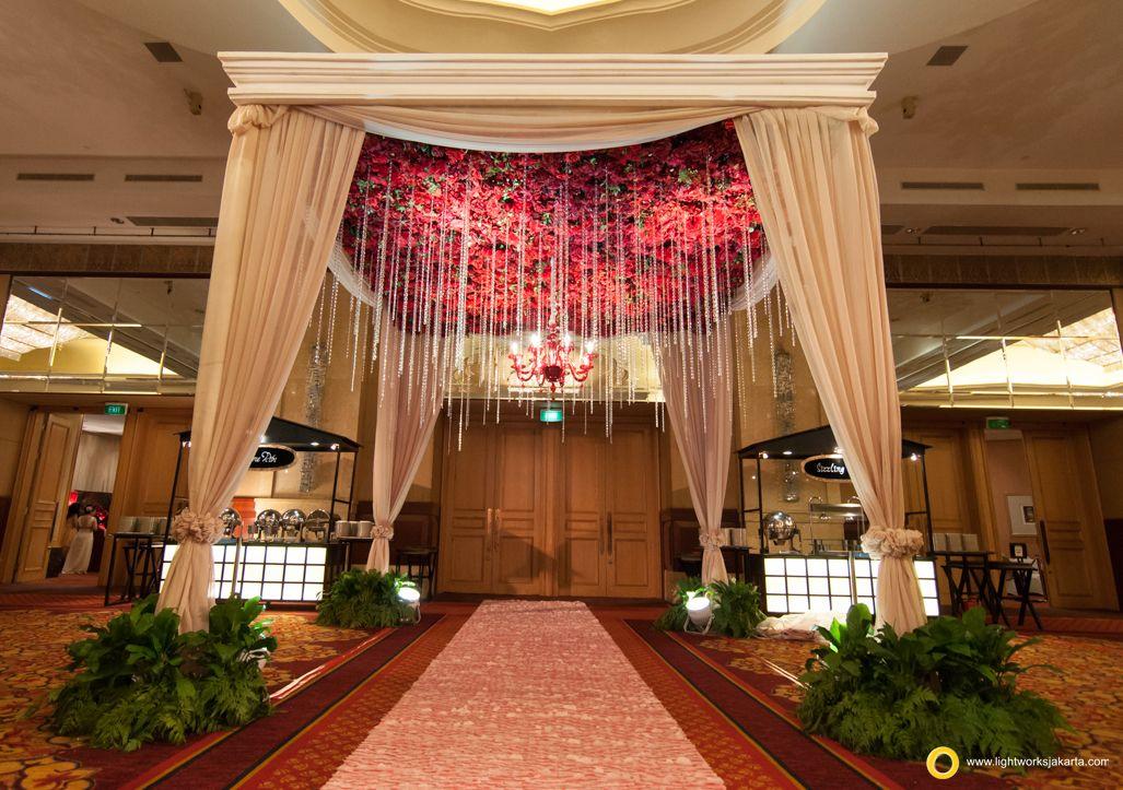 Nathaniel And Keithy S Wedding Reception Venue At The Ritz Carlton Kuningan Jakarta Hotel Organized By Nikoap Organizer Weddin Pintu Gerbang Dekorasi Pintu