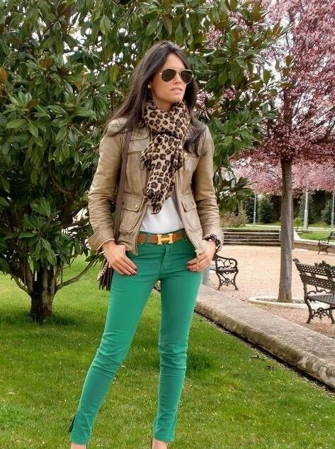 405e3627f6e3 Pin de Cime C P en VESTUARIO | Moda, Jeans de colores y Ropa casual
