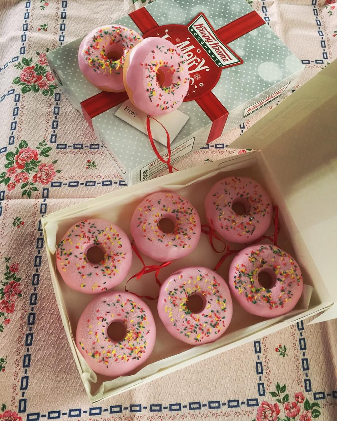"""""""Got me some Sweeeeet pink donut Christmas decorations"""