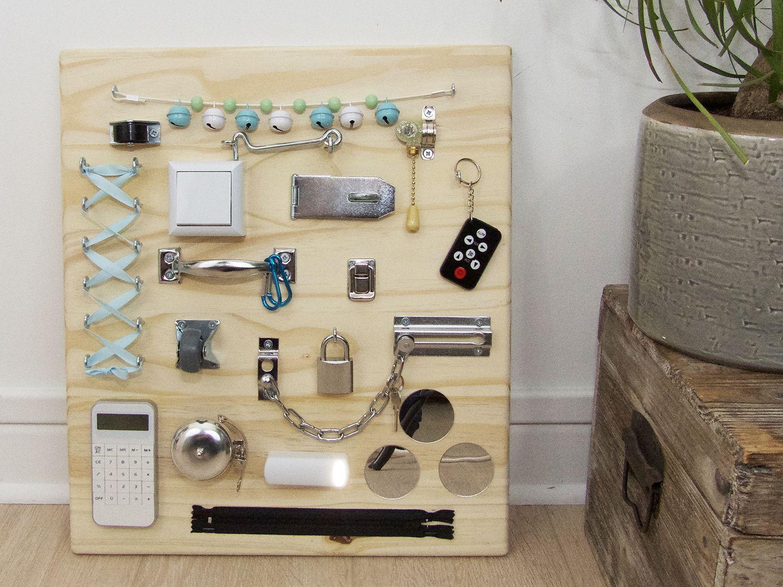 Busy Board Montessori Tableau D Activites Sensorielles Tableau D Activite Activite Sensorielle Panneaux Sensoriels