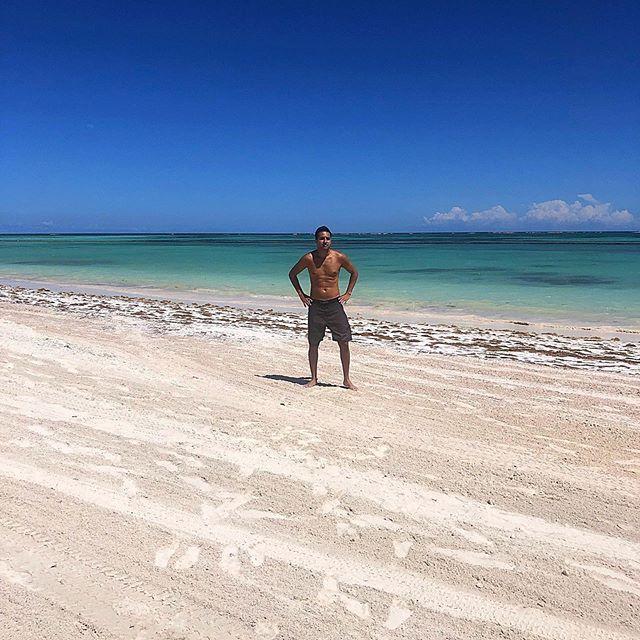 Areia no pé e cabeça no mar a praia é minha vida meu amor e meu lar! #juanillobeach...  Areia no pé e cabeça no mar a praia é minha vida meu amor e meu lar! #juanillobeach #caribe #paz #photoftheday #picoftheday #beach #mar #deusnocomando #puntacana #bavaro #iphonex #travel #thegoodlifecaribbean #thegoodlife #travel #instatravel #ilovepuntacana