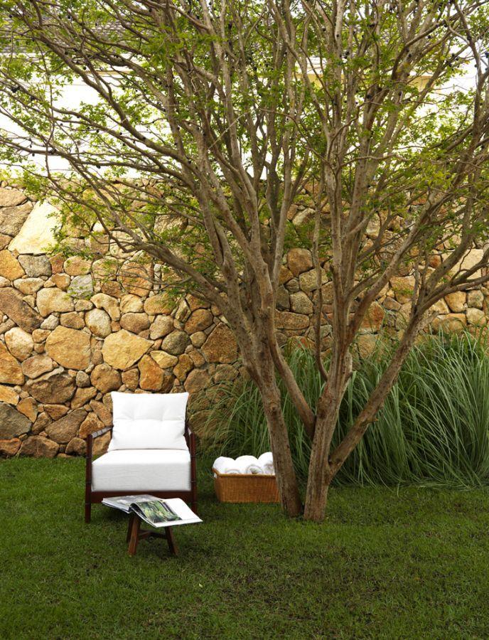 Residência Melville / Alessandra Pires e Carla Barranco #PedraMoledo #stone #garden #exterior