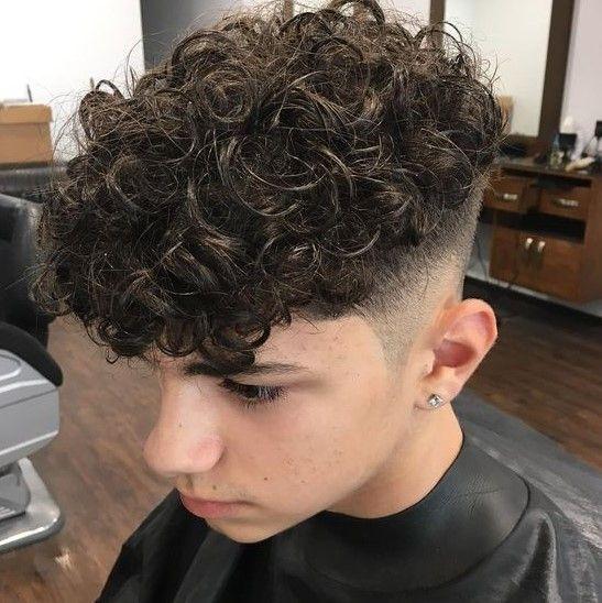 Top 15 Manner Frisuren Fur Lockiges Haar Lange Frisuren Fur Manner Mannliches Haar Herrenhaarschnitt