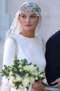 Laura Ponte, en estilo pirata y con la tiara puesta al revés sobre la frente
