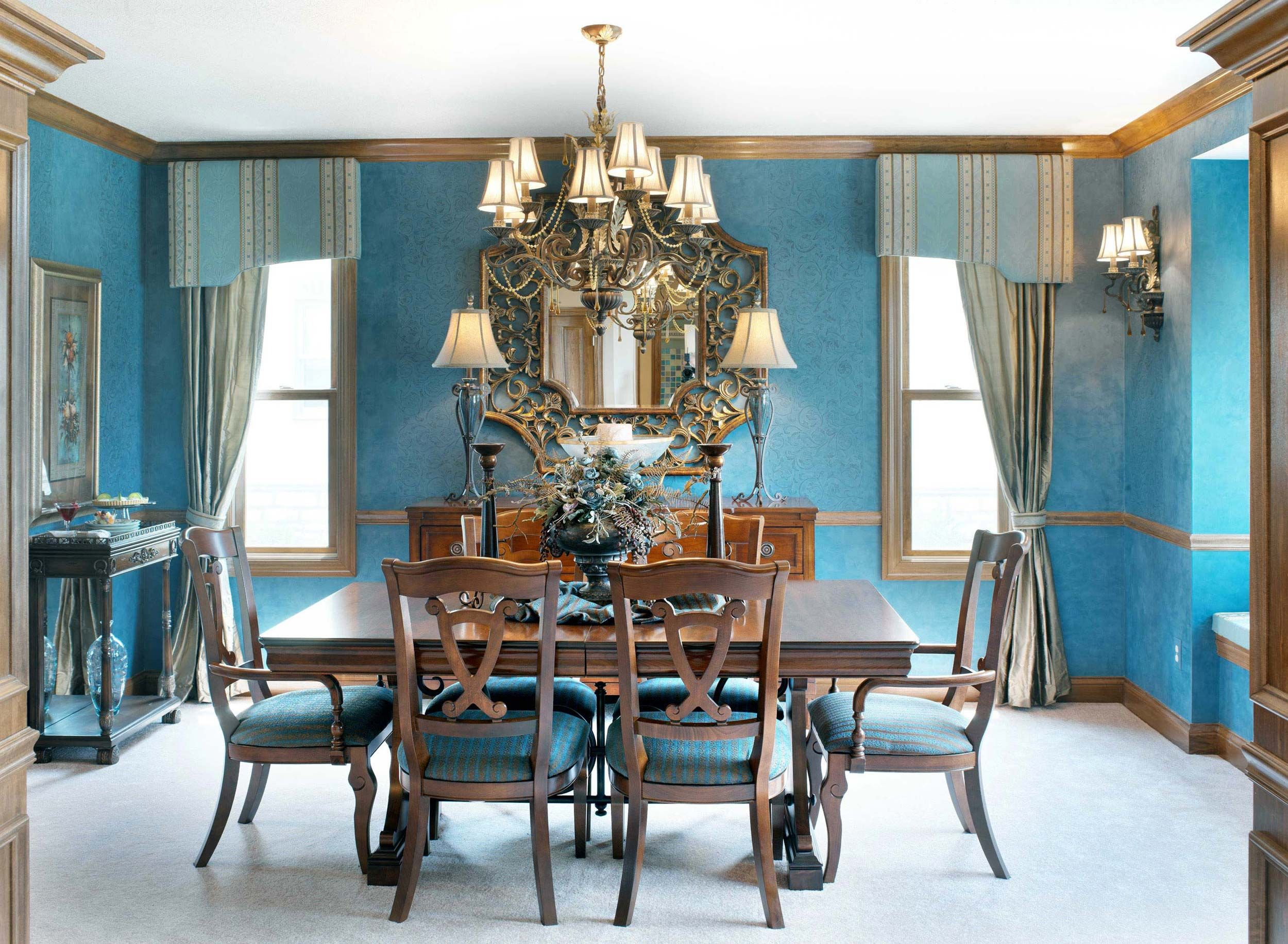 Dining Room Decor In A Classic Style And Shades Of Blue