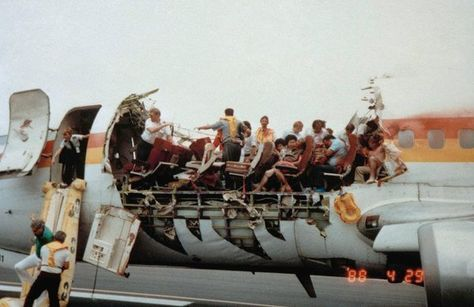 Structural failures: Aloha Airlines Flight 243 (1988). Explosive ...