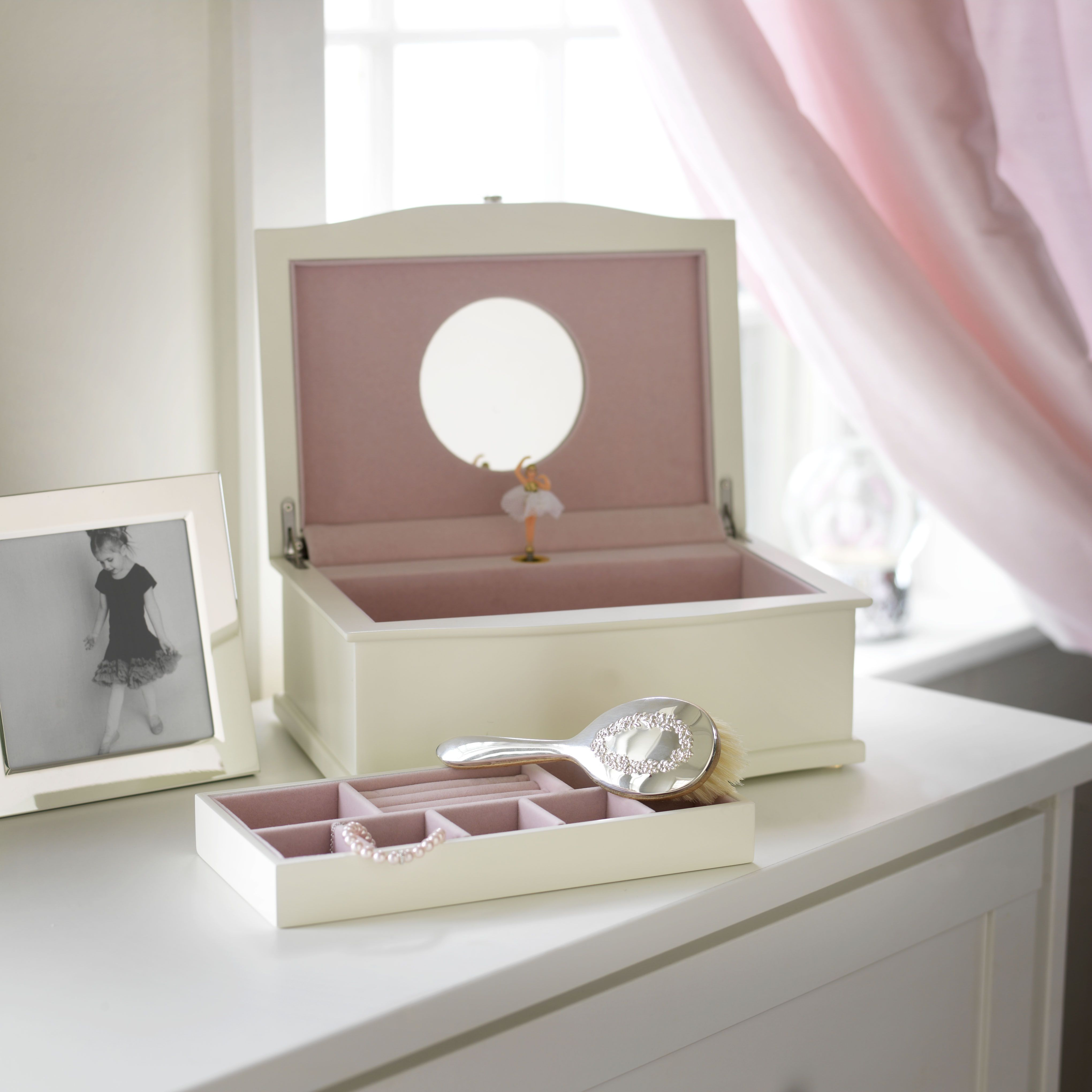 Jewelry Boxes For Girls are great gift ideas that would please any