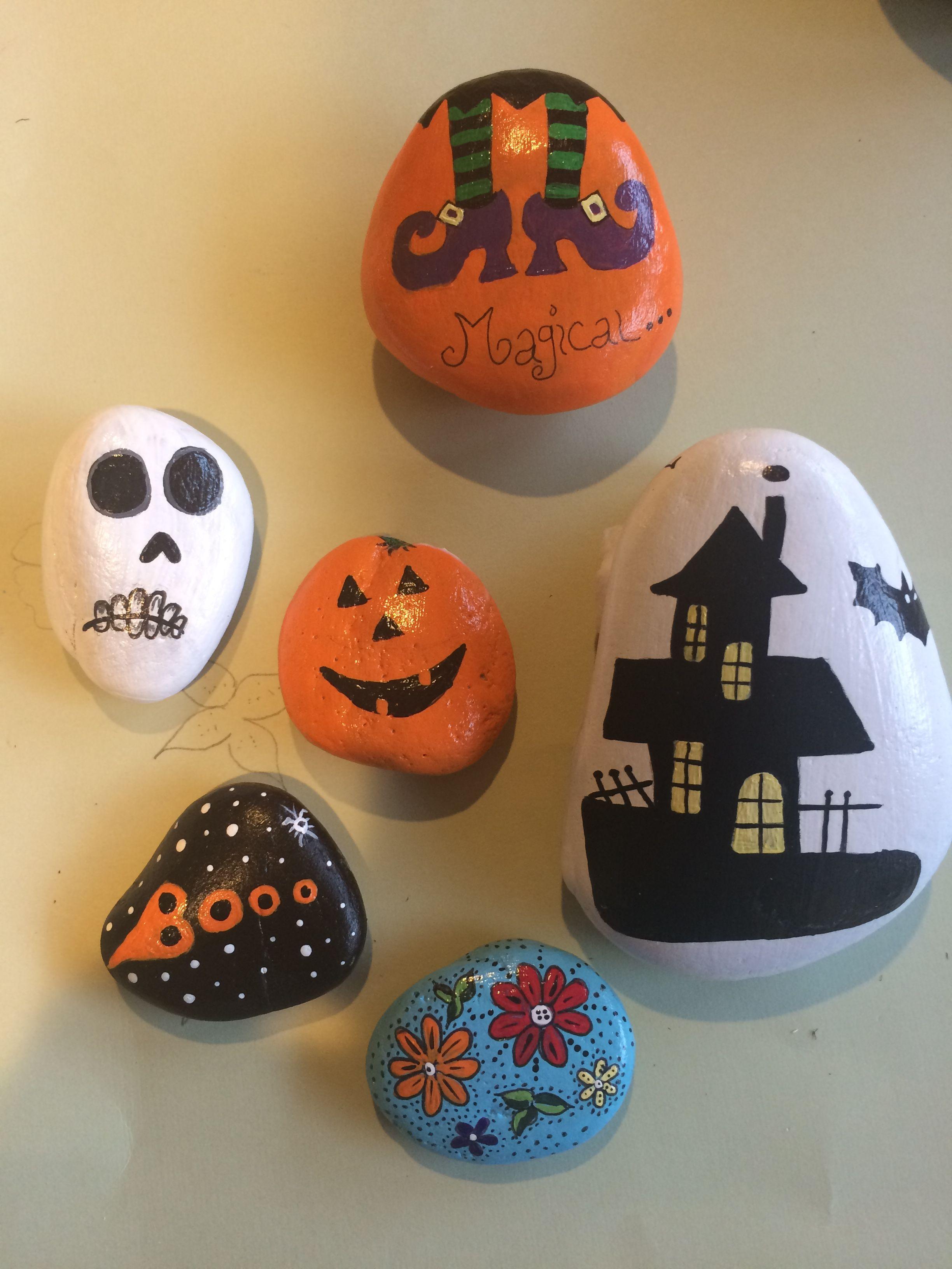 Halloween Rocks, Halloween Crafts, Painted Rocks, Halloween Decorations, Halloween Diy