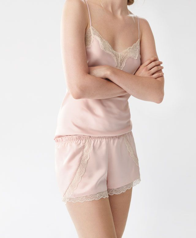 8eccf9e3eb Oysho - Short rosa satinados y blonda