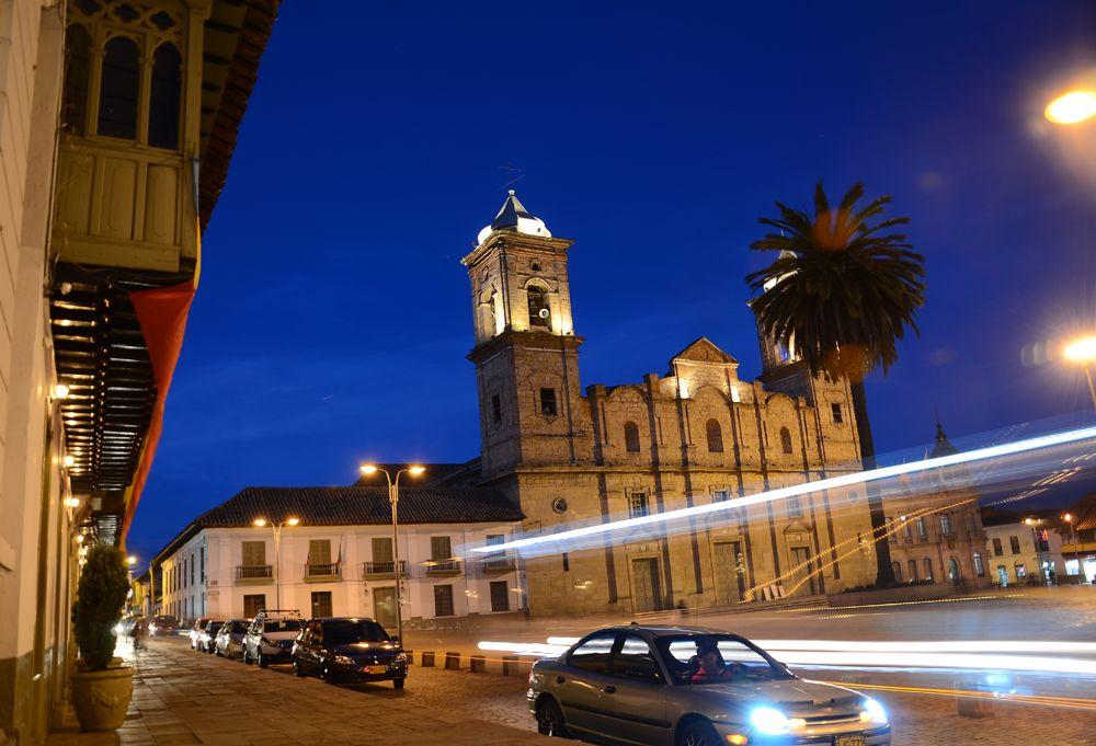 Fotografía Nocturna Plaza Central de Zipaquirá Colombia 5
