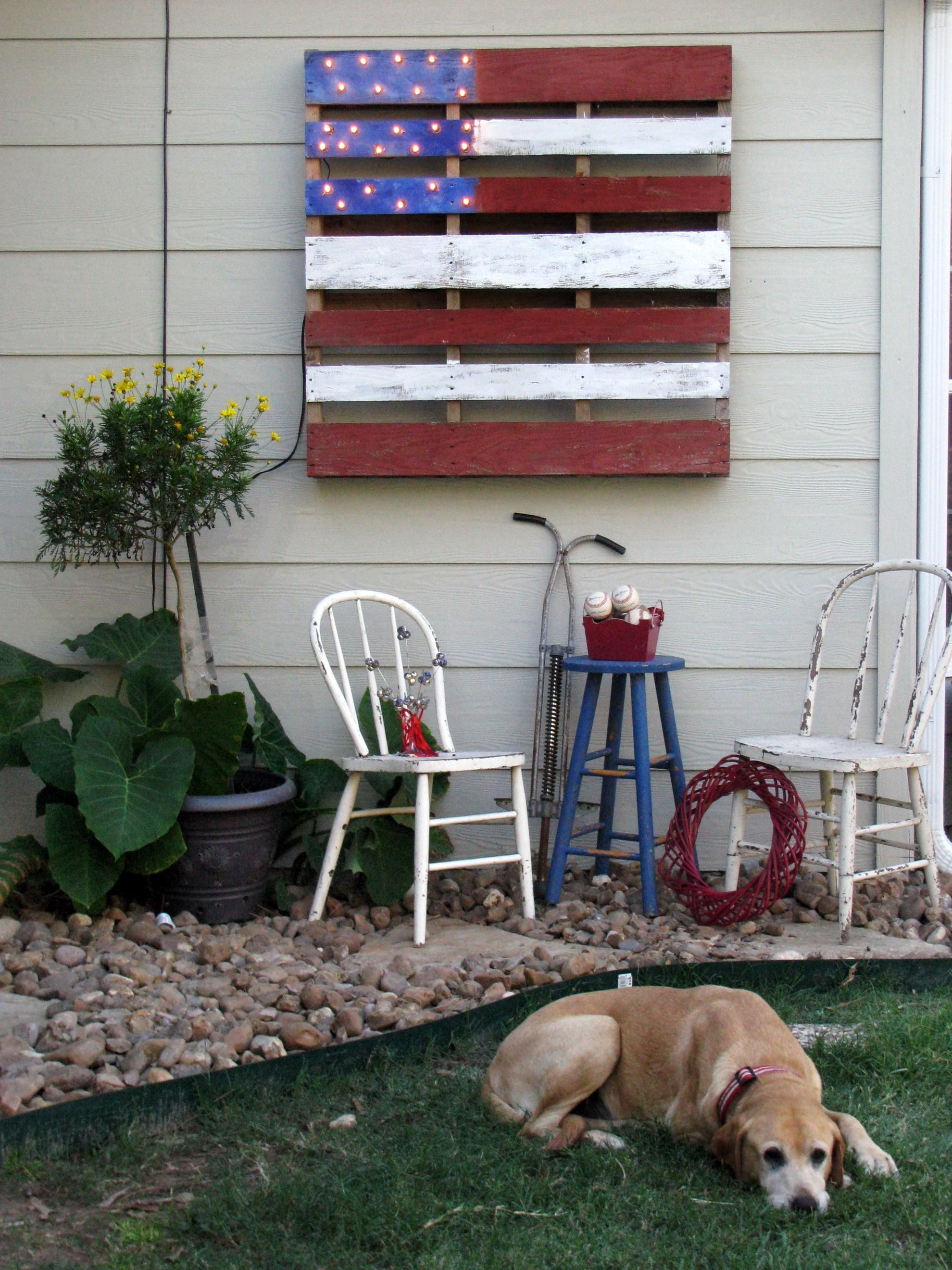 recycled pallet/  would love this on the side of my barn...