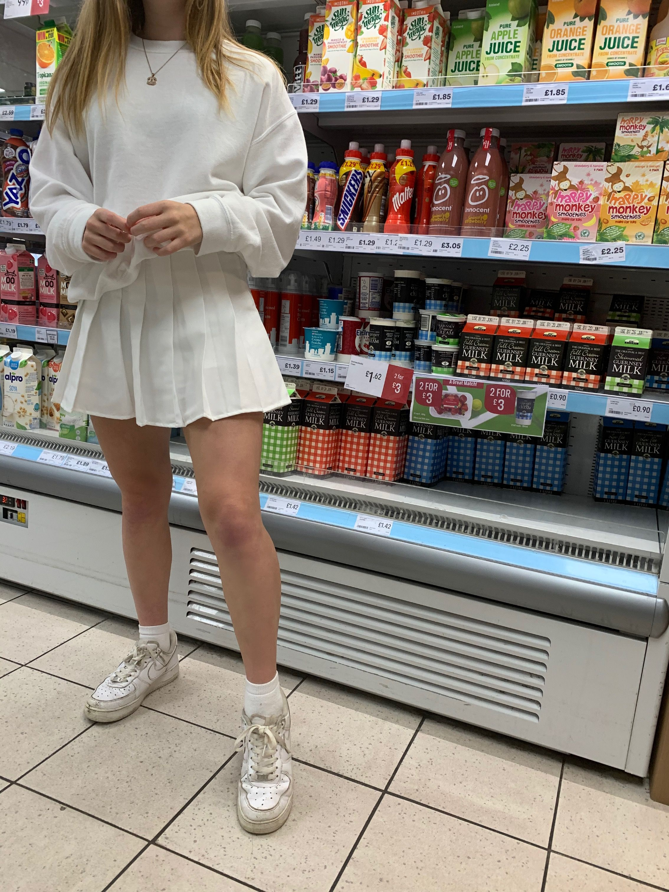 Tennis Skirt Outfit In 2020 White Tennis Skirt Tennis Skirt Outfit Summer Skirt Outfits Teens