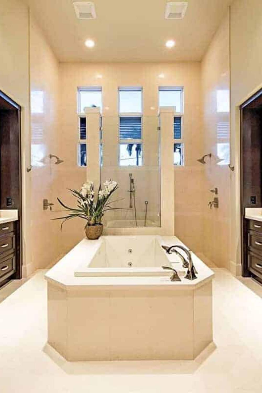 90 Beach Primary Bathroom Ideas Photos In 2020 Modern Master Bathroom Luxury Luxury Master Bathrooms Modern Master Bathroom