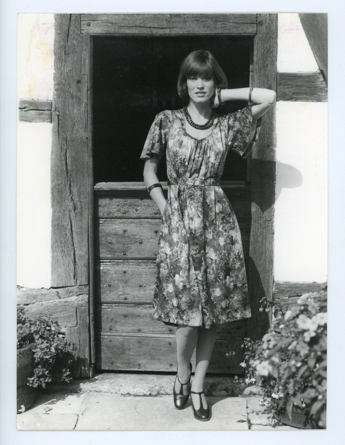 Vintage fashion photo - 1970s look- womens fashion- model - flower dress - b&w photo - sexy lady girl - fashion photography by GRAINSofBrussels on Etsy