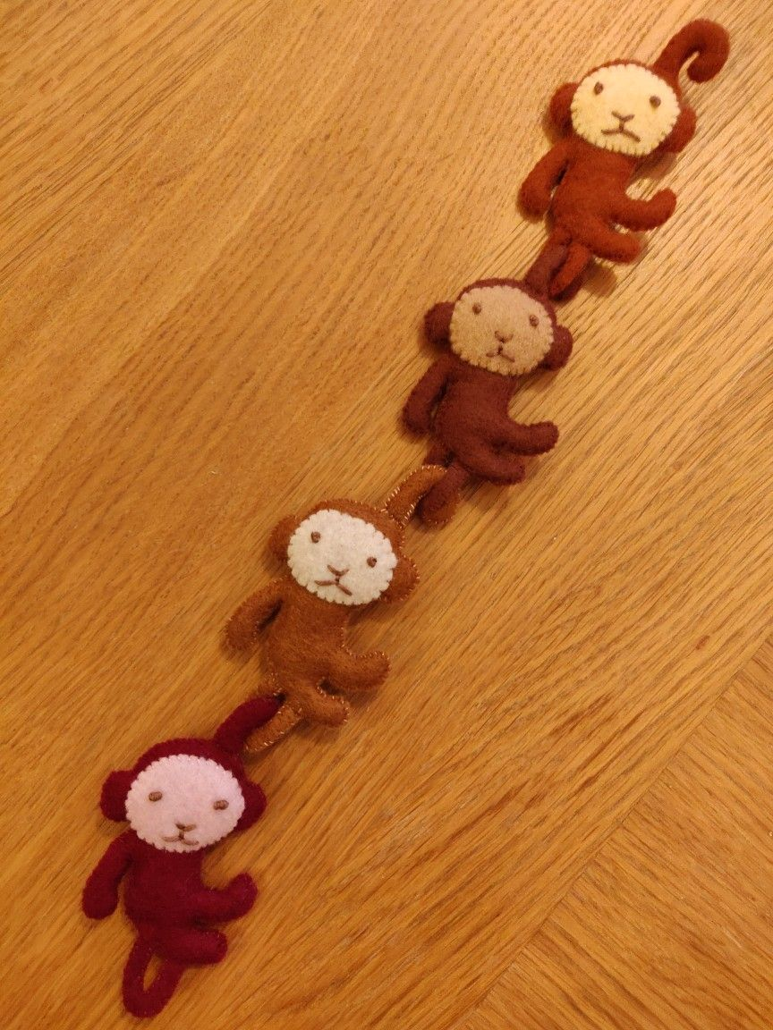 Chain of monkeys! From Aranzi Aronzo second cute book