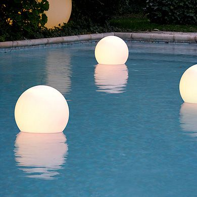 pretty pool floats that glow from cerise sur la deco pool life pinterest piscines. Black Bedroom Furniture Sets. Home Design Ideas