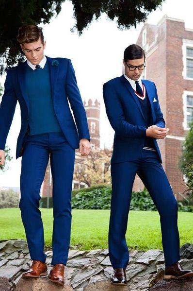 Outfit vestido azul hombre