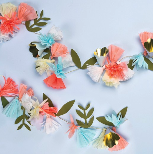 Create a splash of color and style for your summer party with this beautiful floral garland with crepe paper tassel, cone and paper leaf pennants embellished with shiny gold foil. Pack contains 1 garl