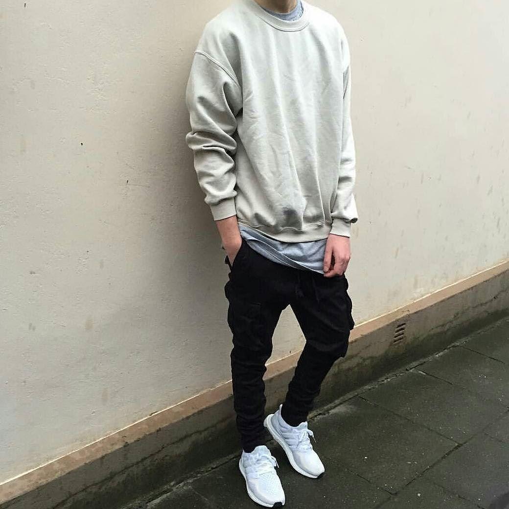 Gildan Shirt: H&M Pants: H&M Shoes: Adidas ultra boost