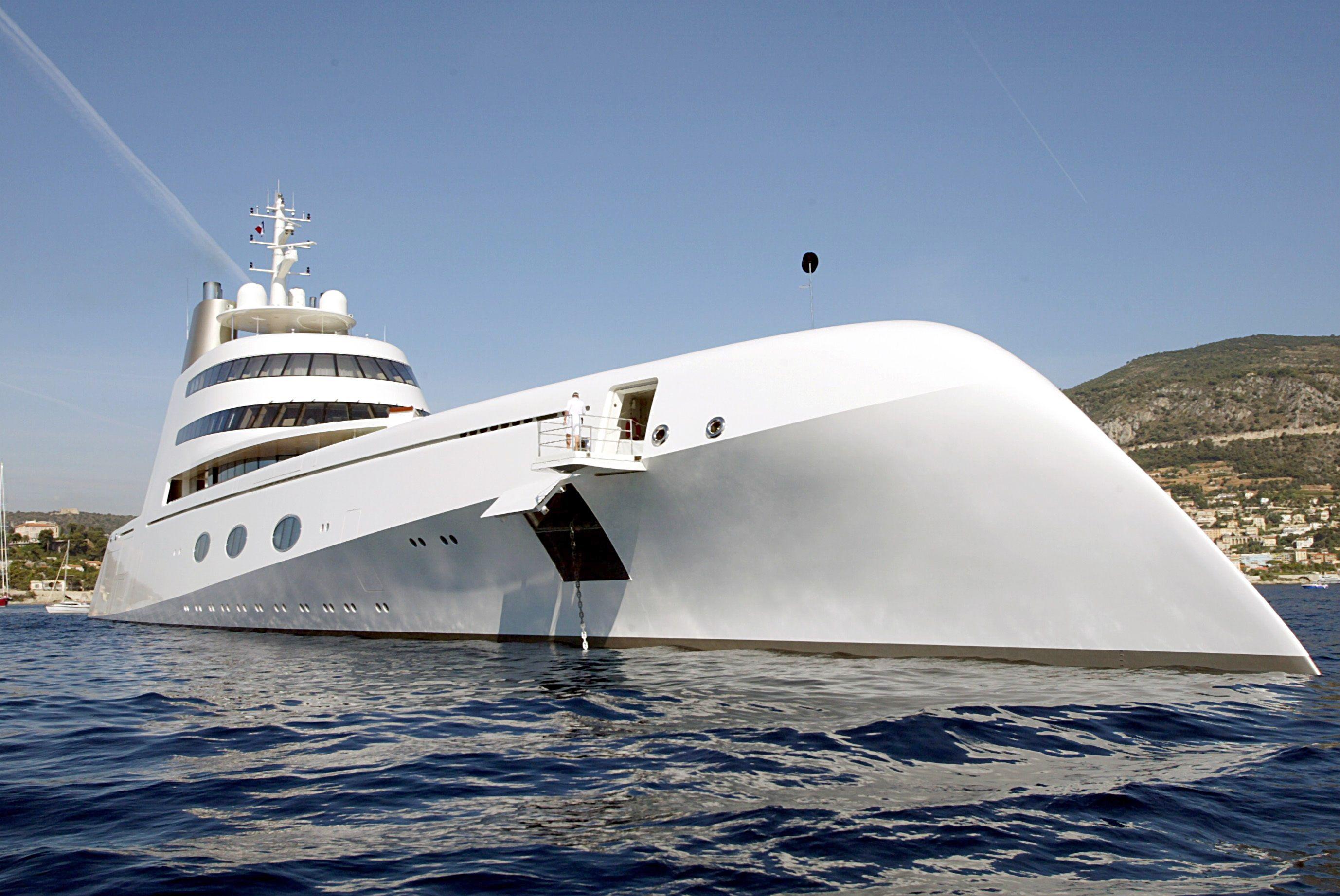 Der Franzose entwirft Yachten wie dieses 118 Meter lange Exemplar ...