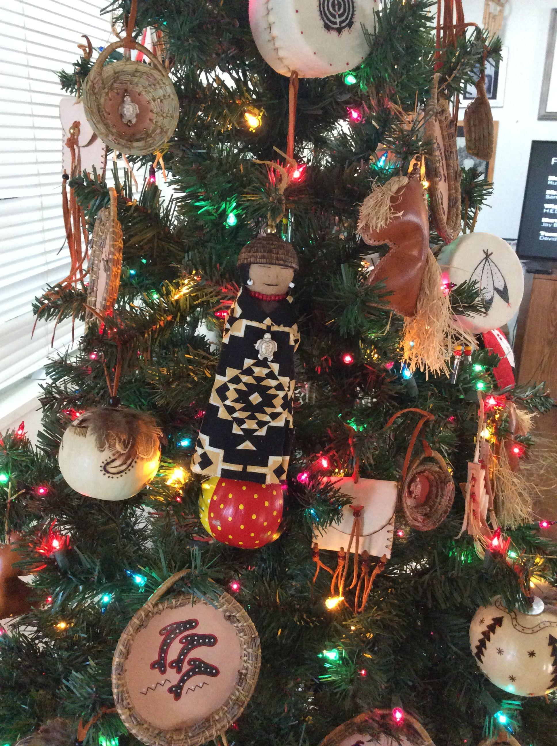 Christmas Tree With Hand Crafted Native American Ornaments By Pita Romero Macias Diy Christmas Ornaments Christmas Tree Decorations Xmas Decorations