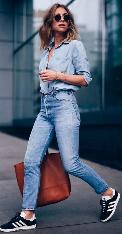 10194374f06f6 what to wear with a denim shirt   bag + skinny jeans + sneakers ...