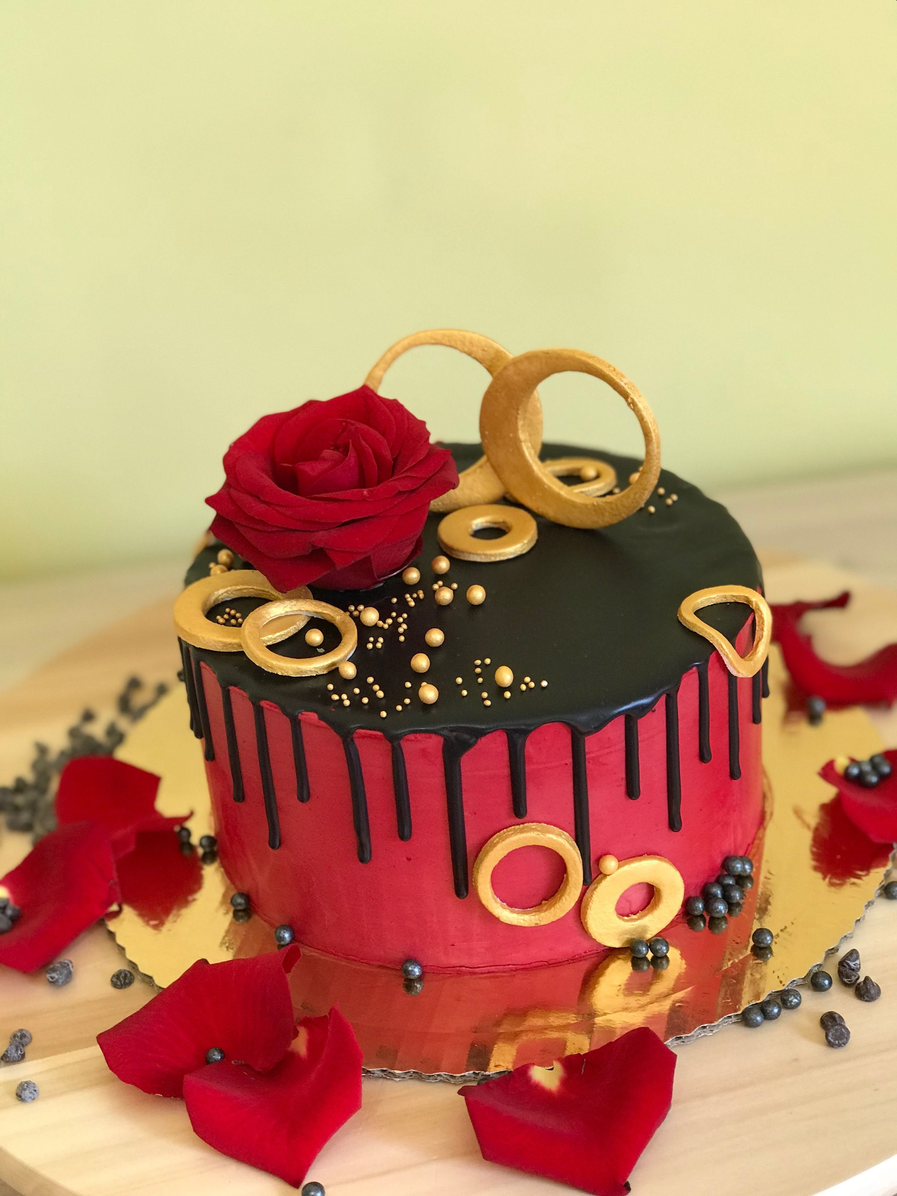 Tort Urodzinowy Zywe Kwiaty Cake Red Black Tort Czerwono Czarny Desserts Birthday Cake Cake