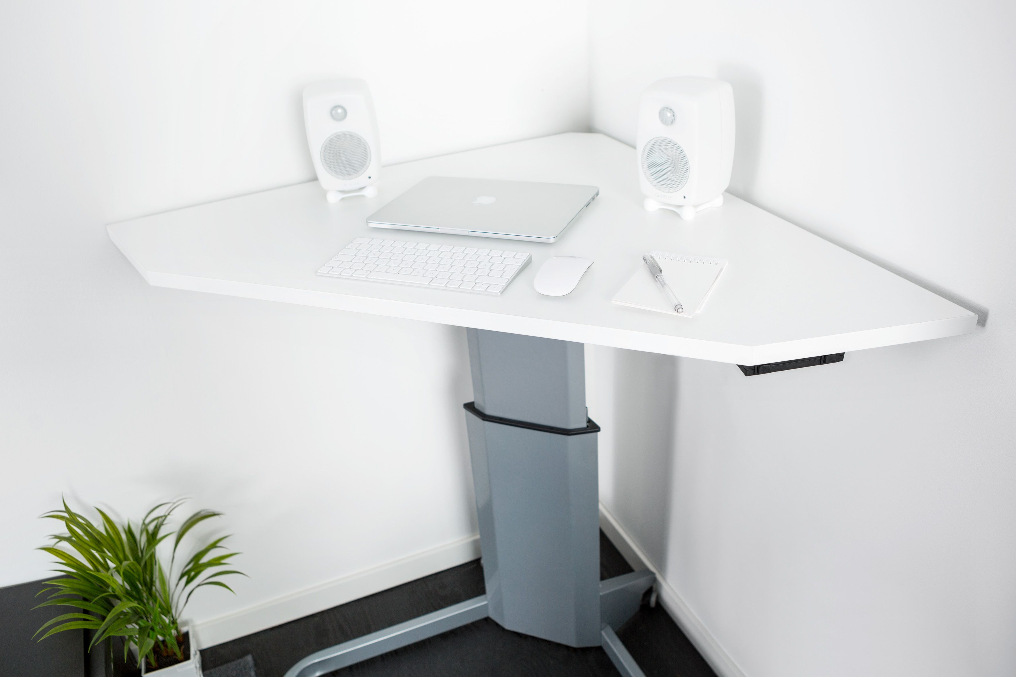 Pieni sähköpöytä pyörillä yksijalkainen sähköpöytä