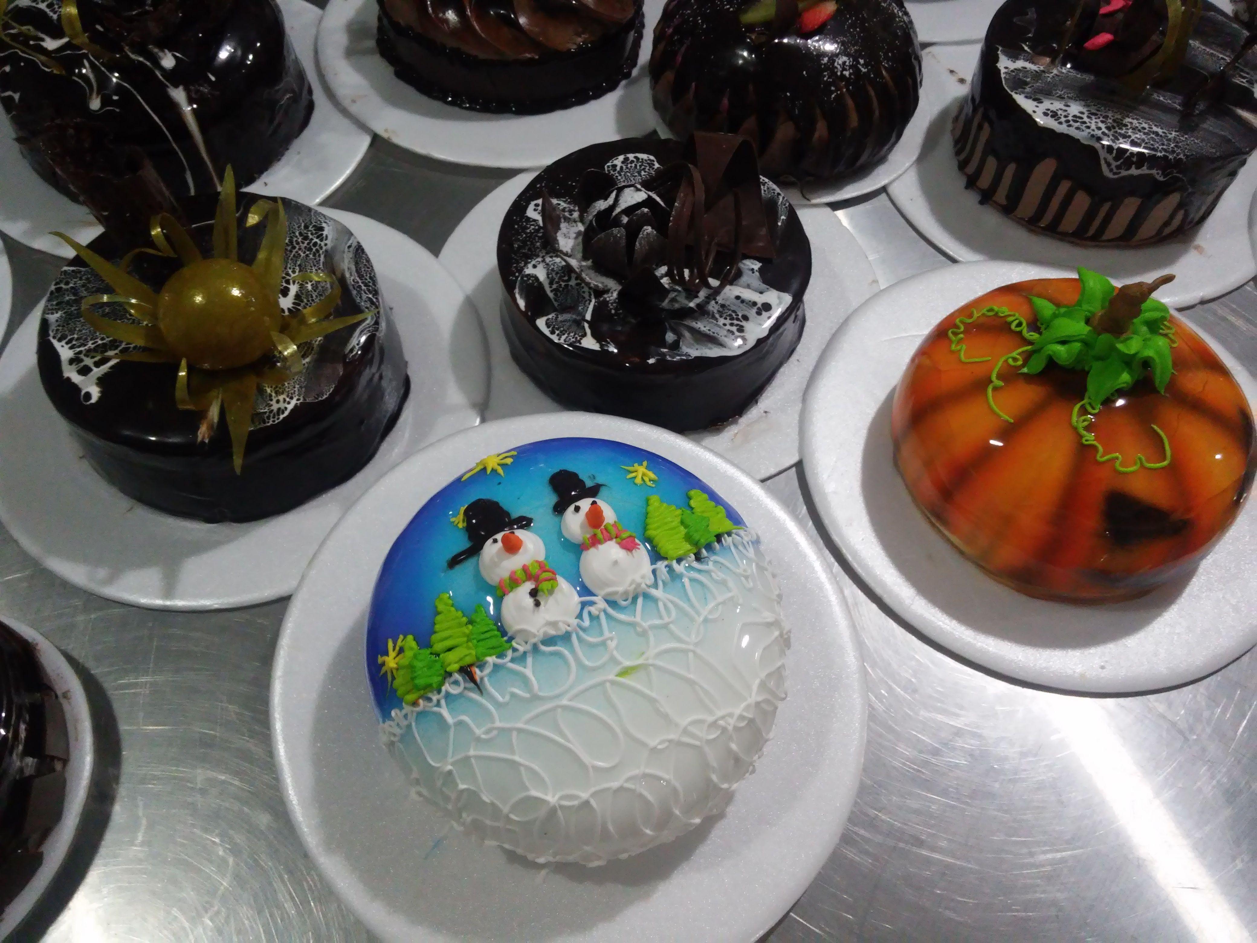 Cursos básicos de decoración en crema.