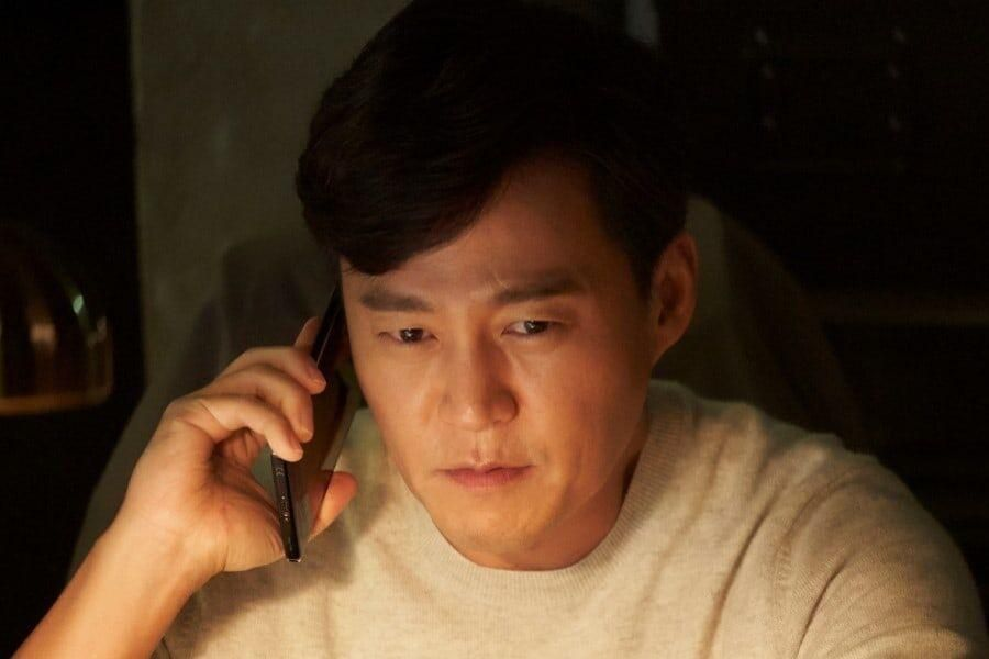 Lee Seo Jin Is A Determined Reporter In New Time-Warp Mystery Drama