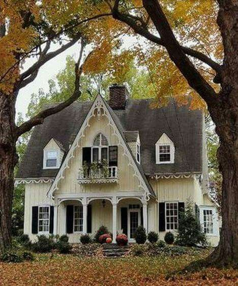 Fabulous Fresh Farmhouse Home Tours With Unique Styles The Cottage Market In 2020 Small Cottage Homes Country Cottage Decor Cottage Homes