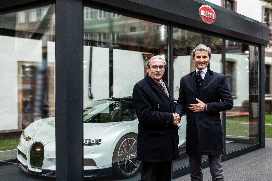 Le marché de Noël de Strasbourg accueille une Bugatti Chiron jusqu'à fin décembre. #marchédenoel Le marché de Noël de Strasbourg accueille une Bugatti Chiron jusqu'à fin décembre. #bugattichiron