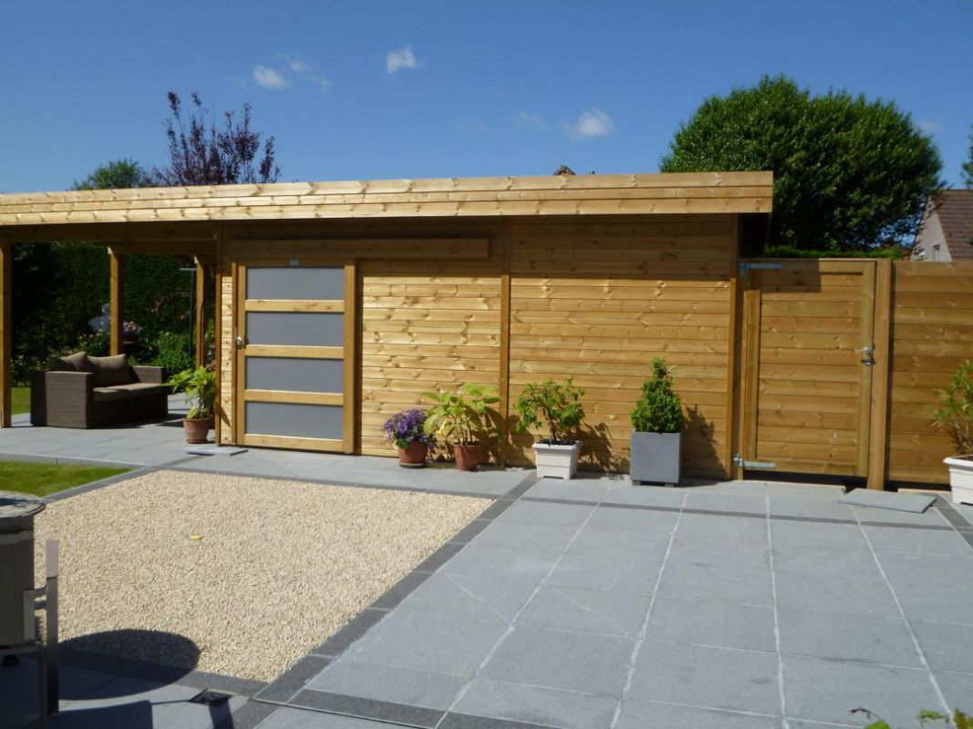 Modern houten tuinhuis met plat dak en overdekt terras - Abri de ...