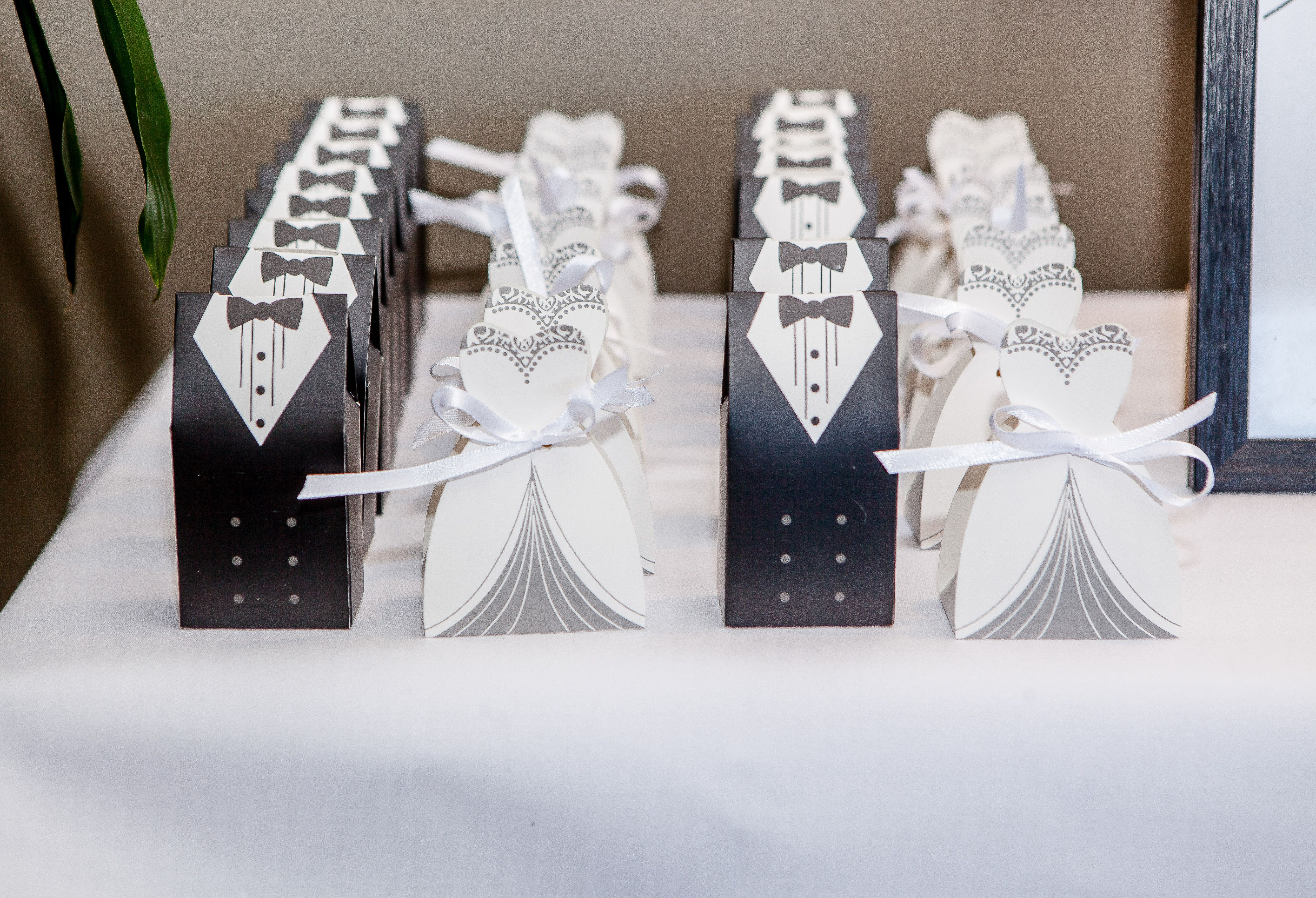Cute little bride and groom boxes for the thank you gifts | Wedding ...