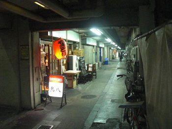 新橋~有楽町のガード下には、飲み屋がずらっと並んでいます。ちょっと ...