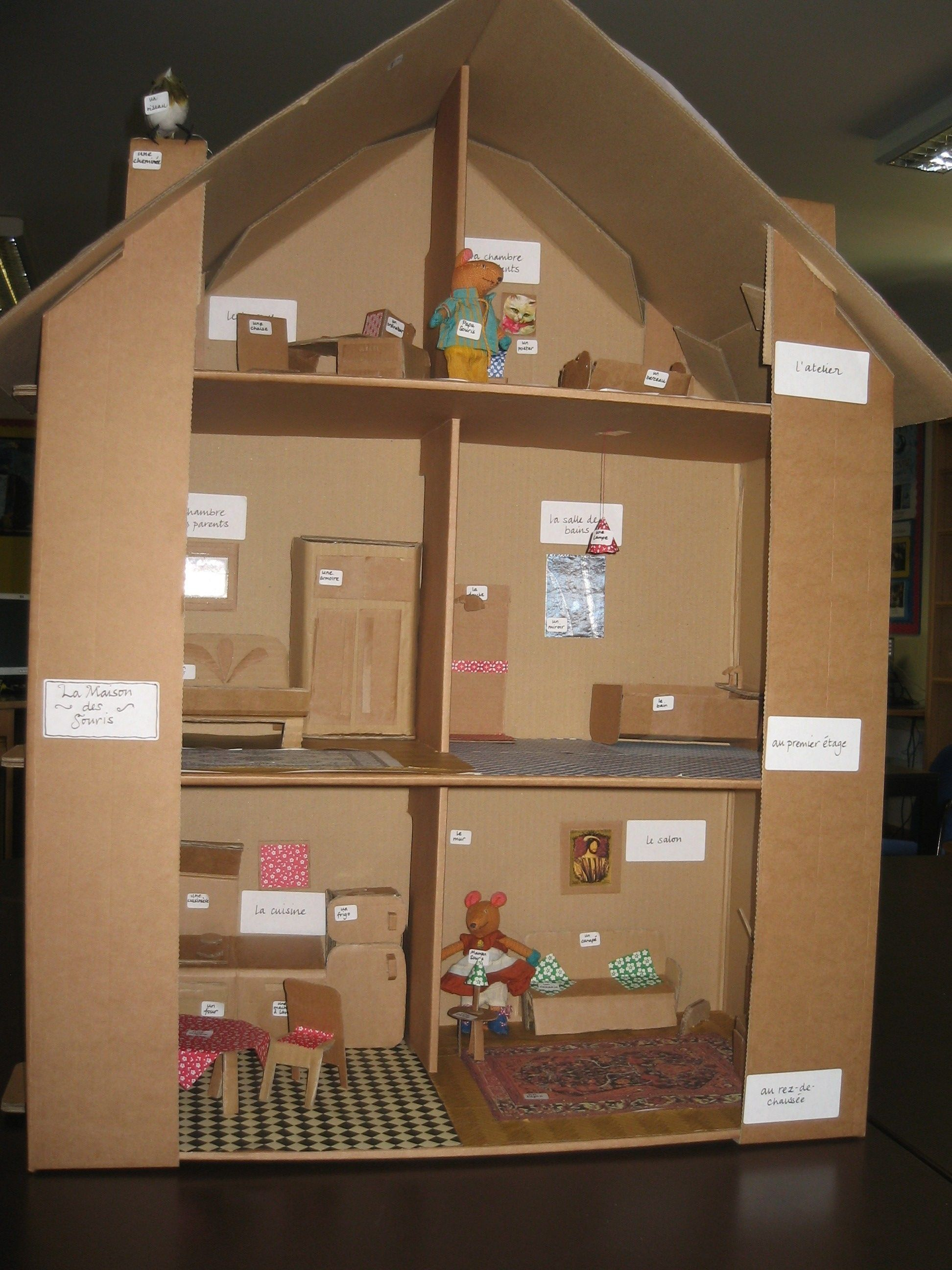 cardboard house labelled in French education