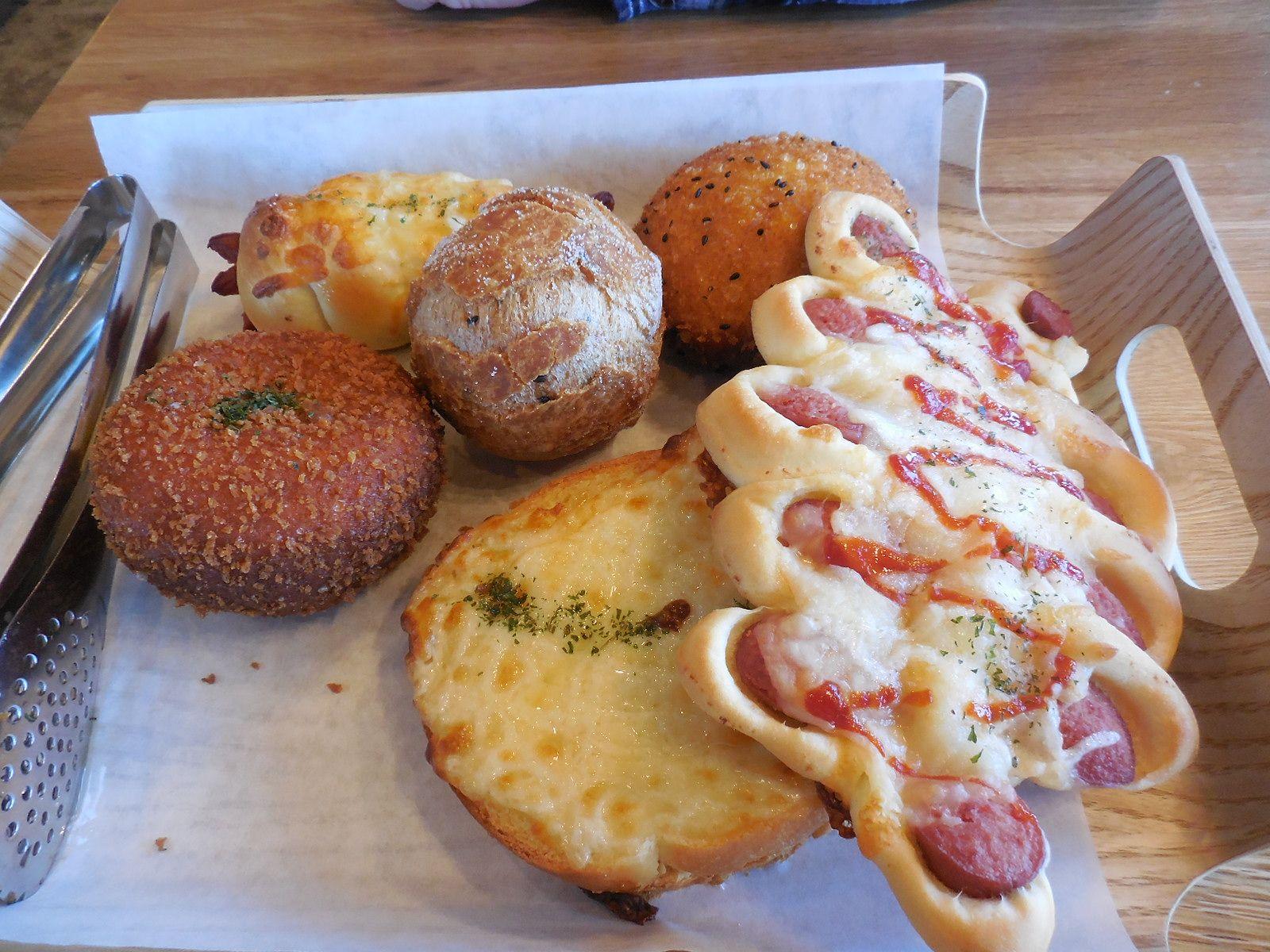 Tous les Jours Bakery Cafe, Beaverton, Oregon Their fresh