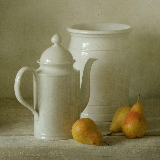 foto: Com pratos brancos e peras | Fotógrafo: Lubov Pozmogova-Brosens | WWW.PHOTODOM.COM